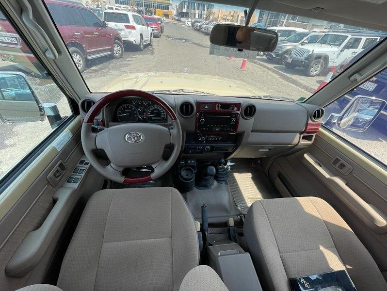 Toyota Land Cruiser Pickup 2021